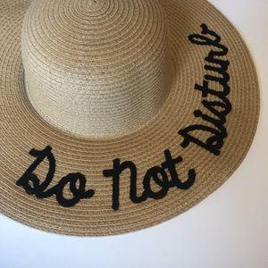 Accessories - NWOT Floppy Beach Sun Hat - Do Not Disturb Script